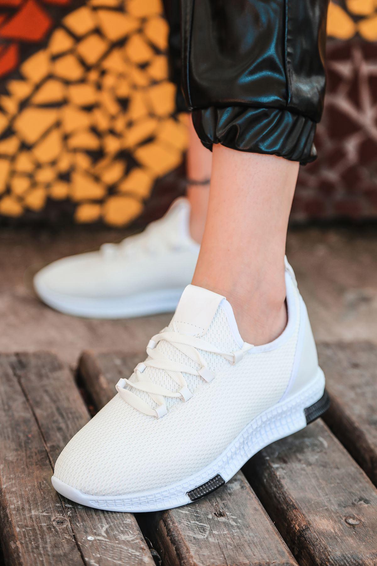 Adal Bağcık Detaylı Beyaz Spor Ayakkabı