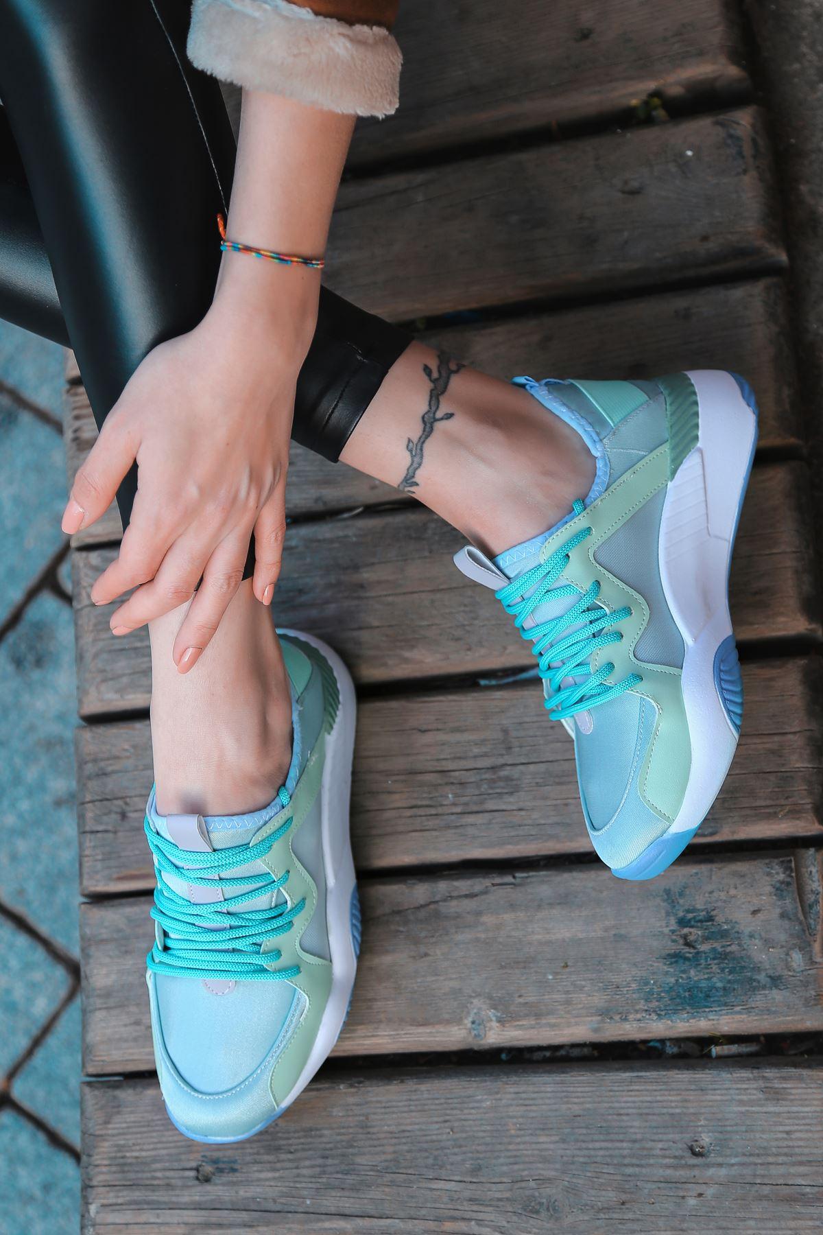 Torres Mavi Tabanlı Bağcık Detaylı Yeşil Kadın Spor Ayakkabı