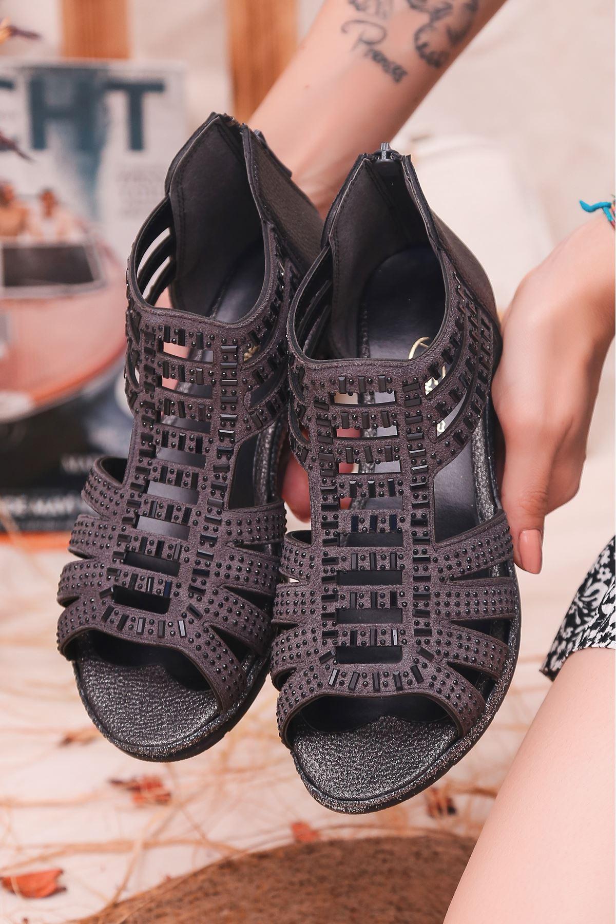 Shiro Mat Deri Taş Detay Sandalet Füme