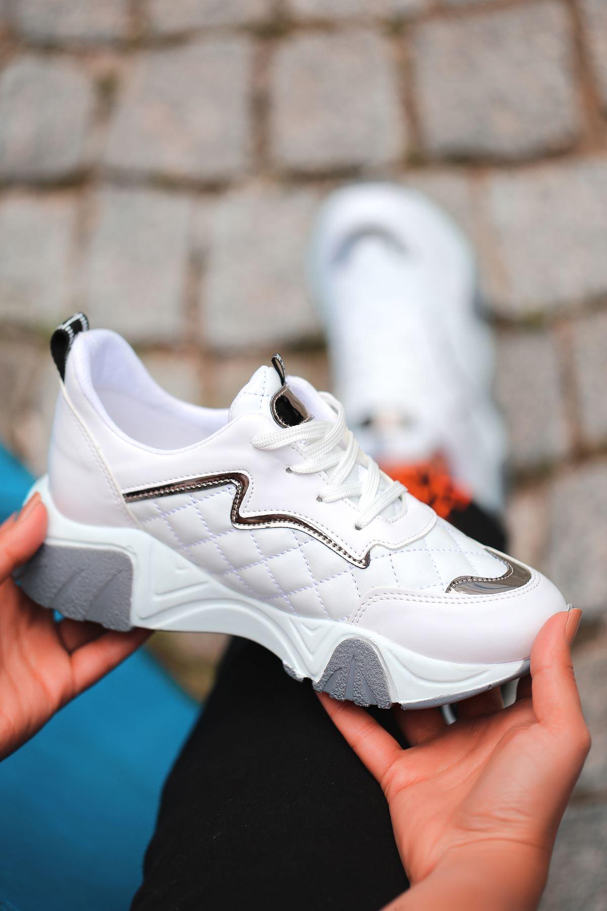 Ada Kapitone Detaylı Bağcıklı Beyaz Kadın Spor Ayakkabı