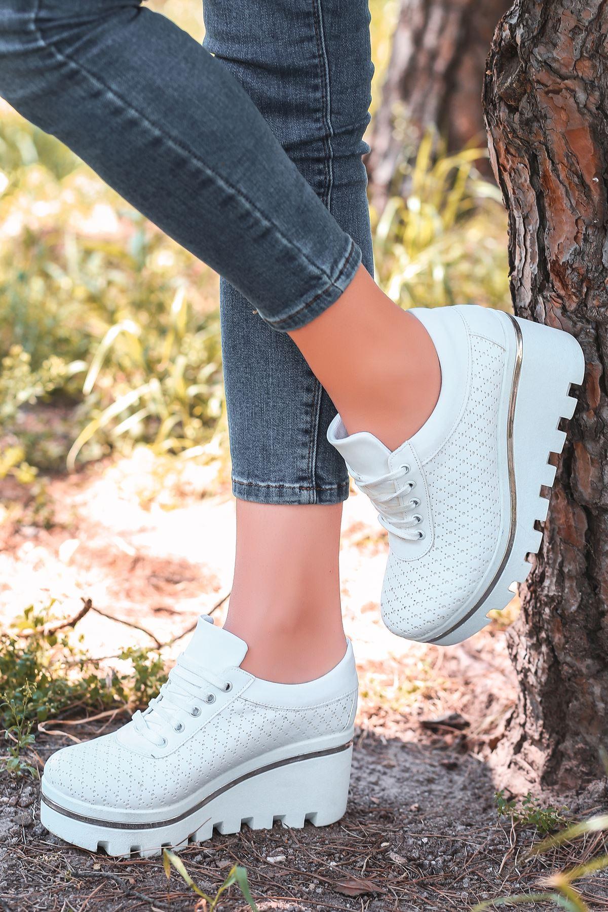 Jessie Mat Deri Bağcık Detay Lazer Kesim Dolgu Topuk Ayakkabı Beyaz