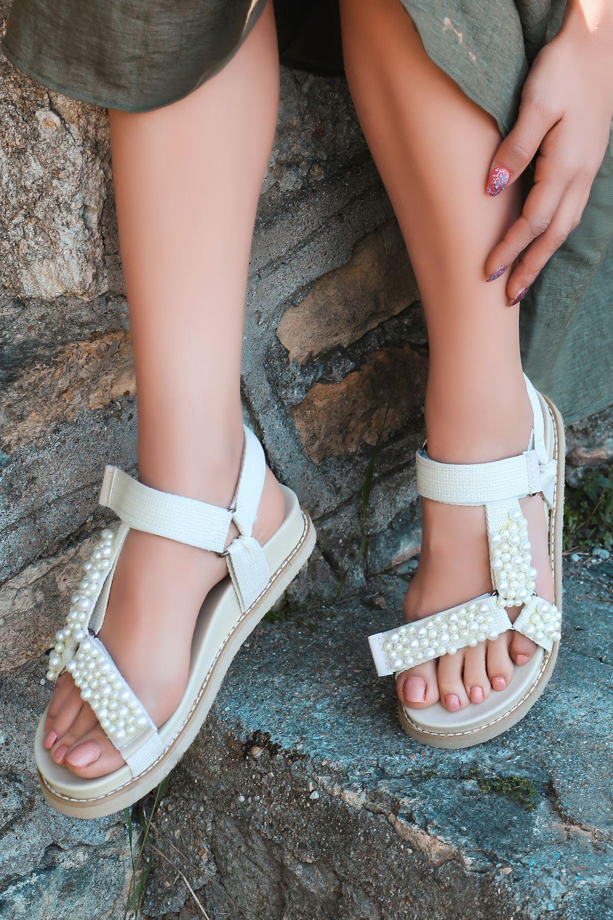 Dovina İnci Detaylı Triko Krem Kadın Sandalet
