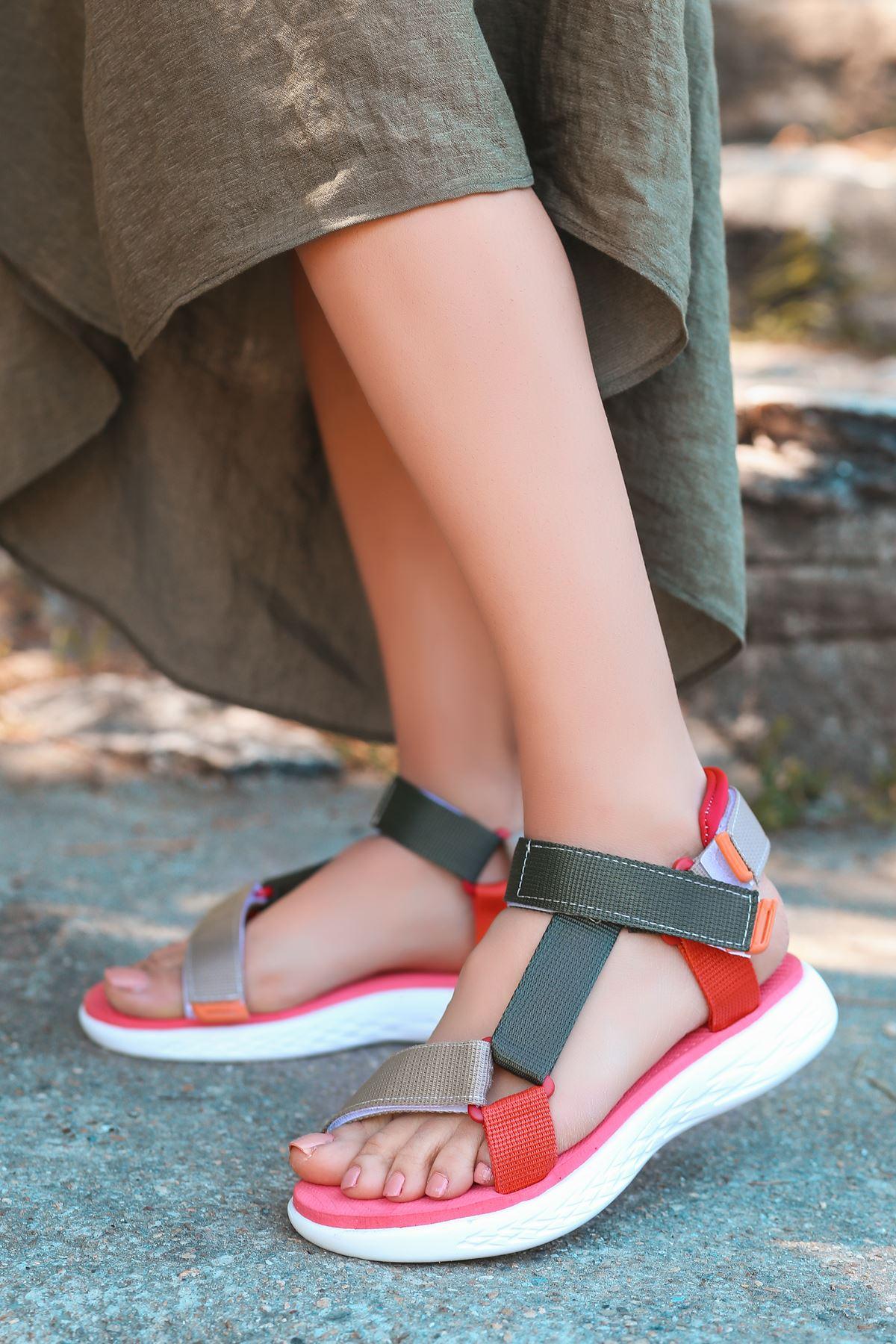 King Gri Yeşil Cırtlı Kadın Sandalet