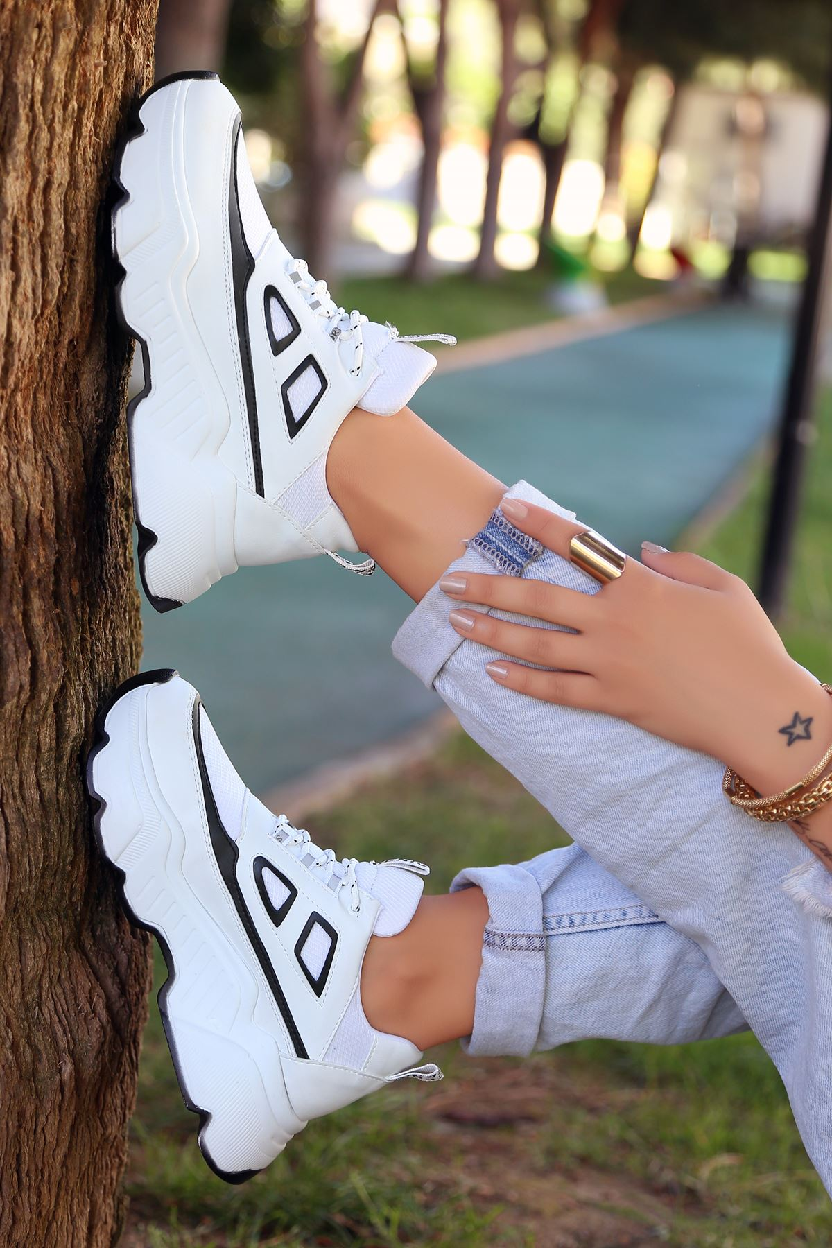 Dicha-2001 Bağcık Detaylı Siyah Parçalı Beyaz Kadın Spor Ayakkabı