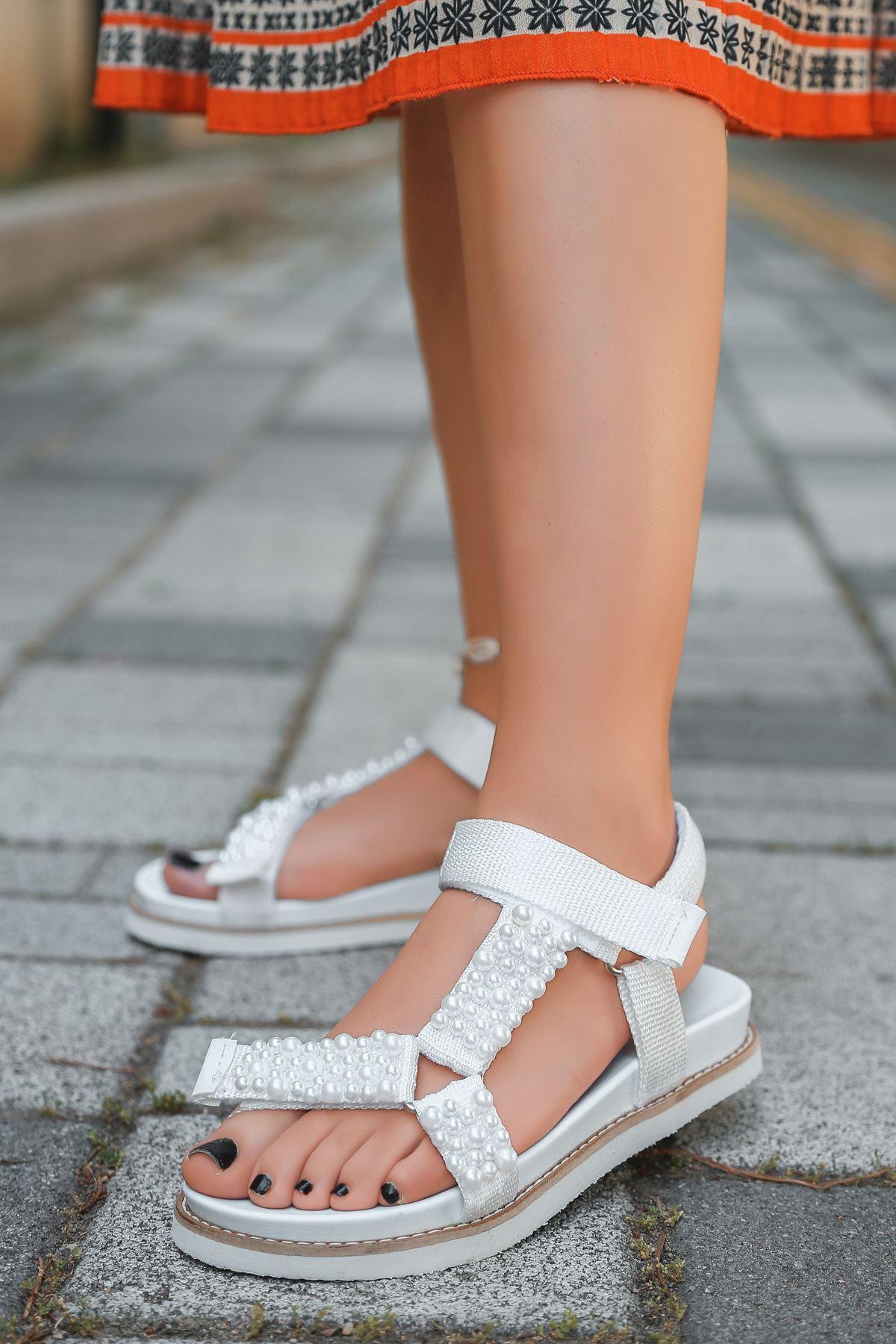 Dovina İnci Detaylı Triko Beyaz Kadın Sandalet