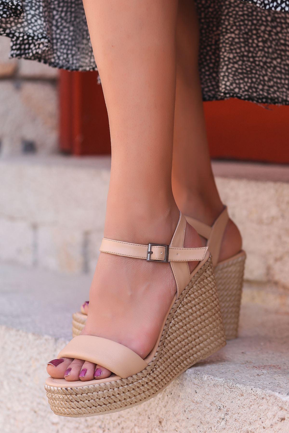 Alinda Pofuduk Ten Dolgu Topuk Kadın Ayakkabı