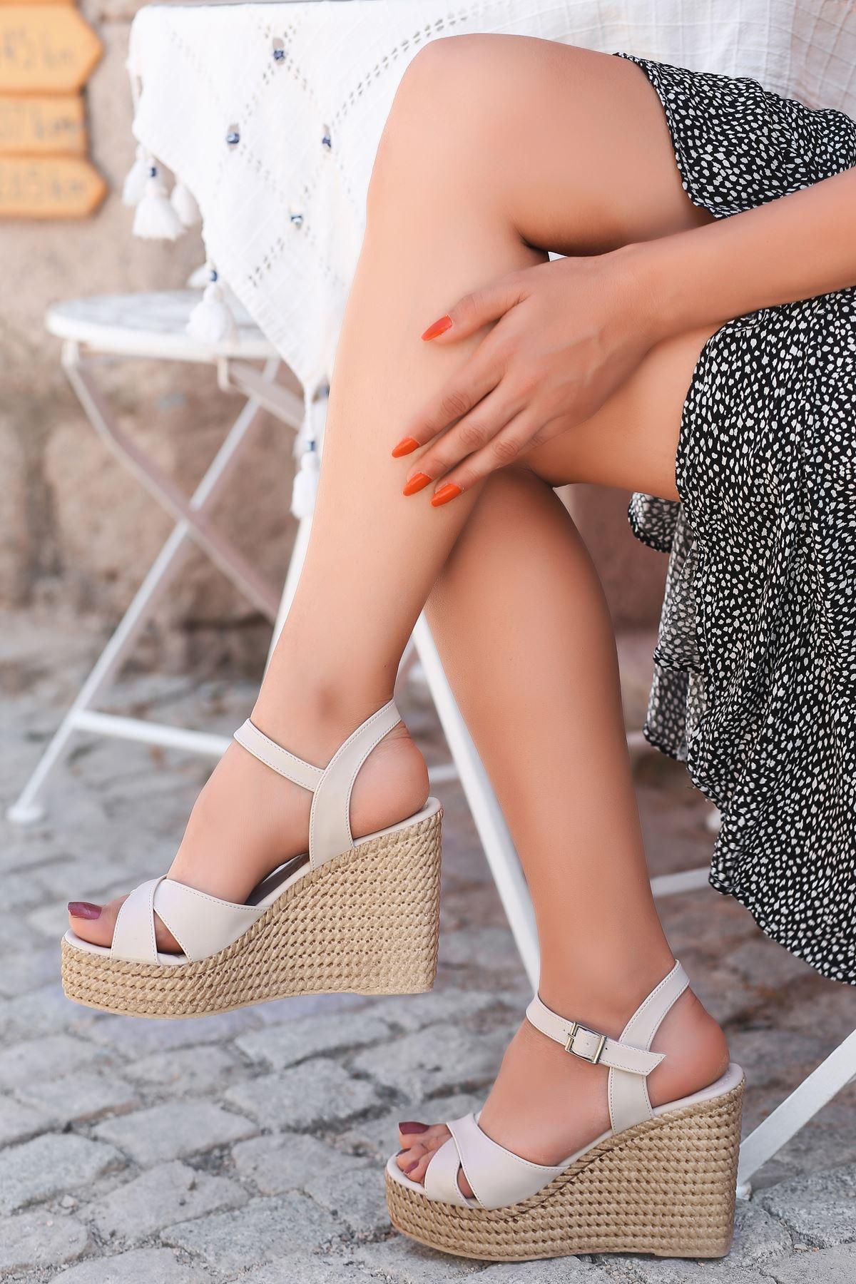 Ragos Krem Dolgu Topuk Kadın Ayakkabı