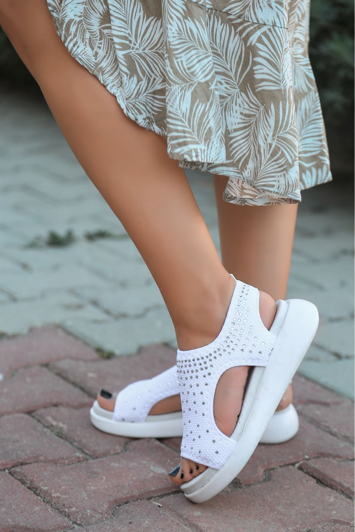 Merne Taş Detaylı Triko Beyaz Kadın Sandalet