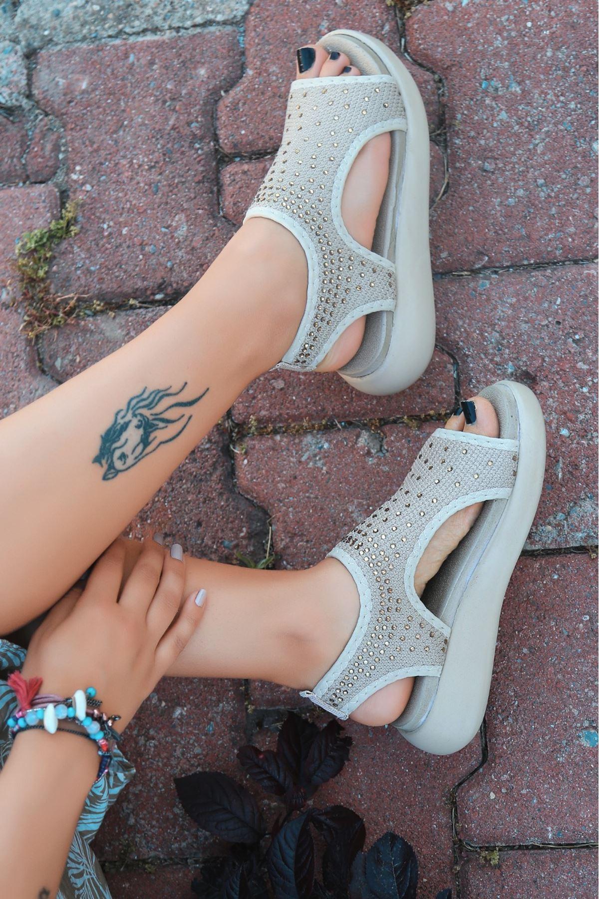 Merne Taş Detaylı Triko Krem Kadın Sandalet