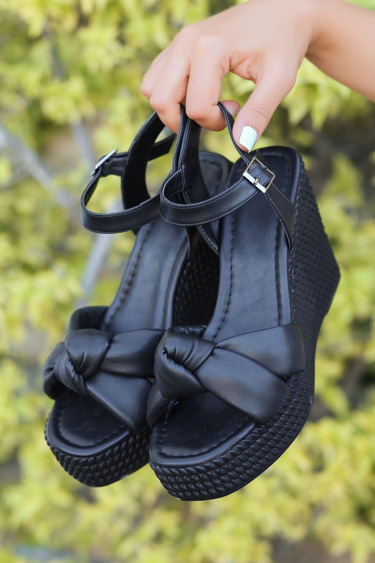Karmen Bağlama Detaylı Siyah Dolgu Topuk Kadın Ayakkabı
