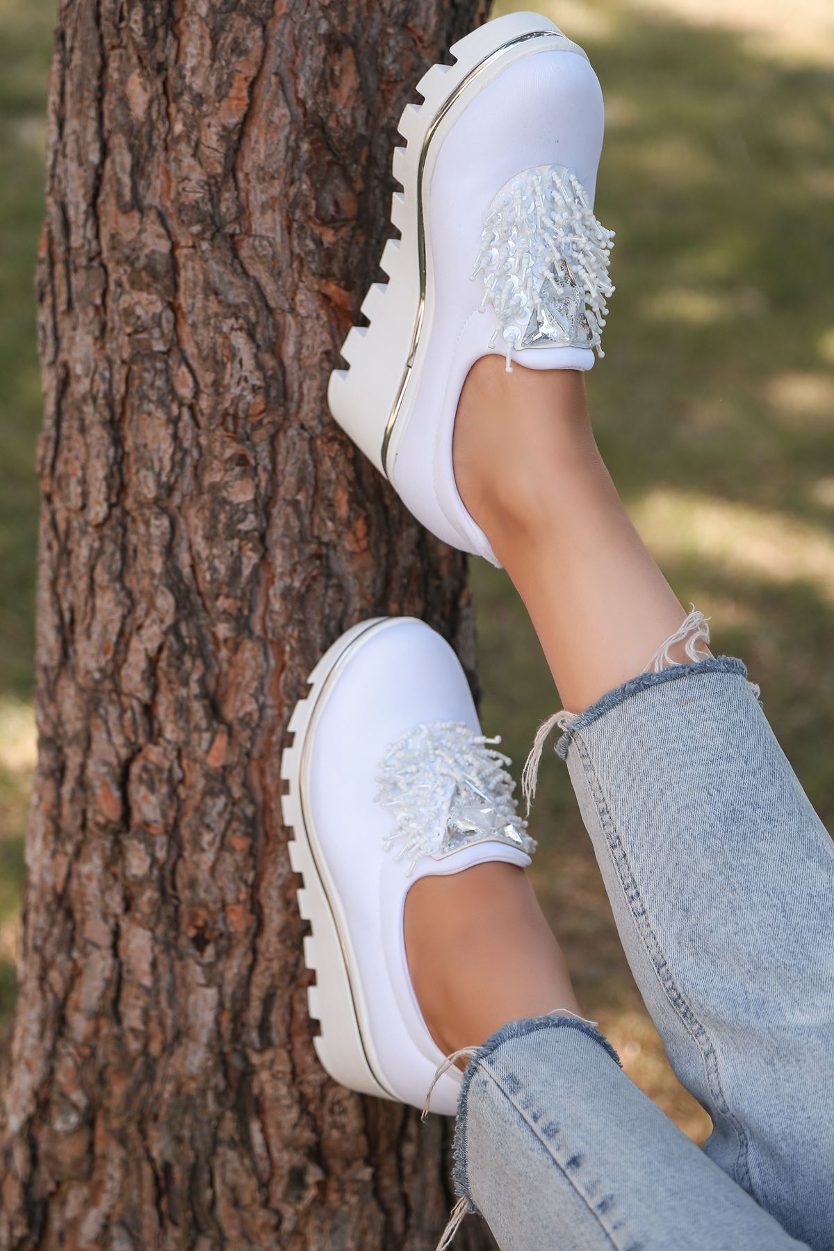 Bratz Püskül Detay Dalgıç Kumaş Dolgu Topuk Ayakkabı Beyaz