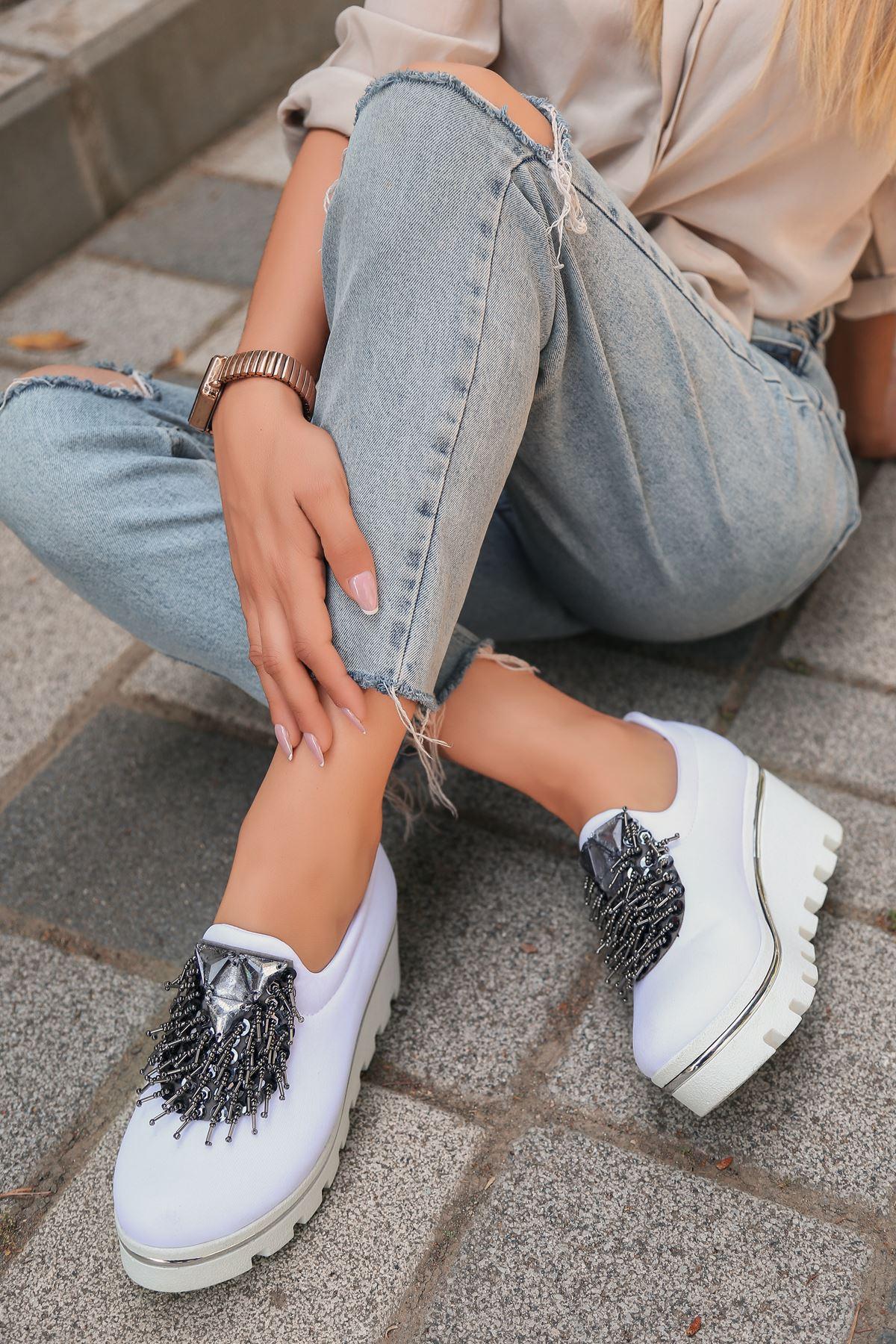 Bratz Platin Püskül Detay Dalgıç Kumaş Dolgu Topuk Ayakkabı Beyaz