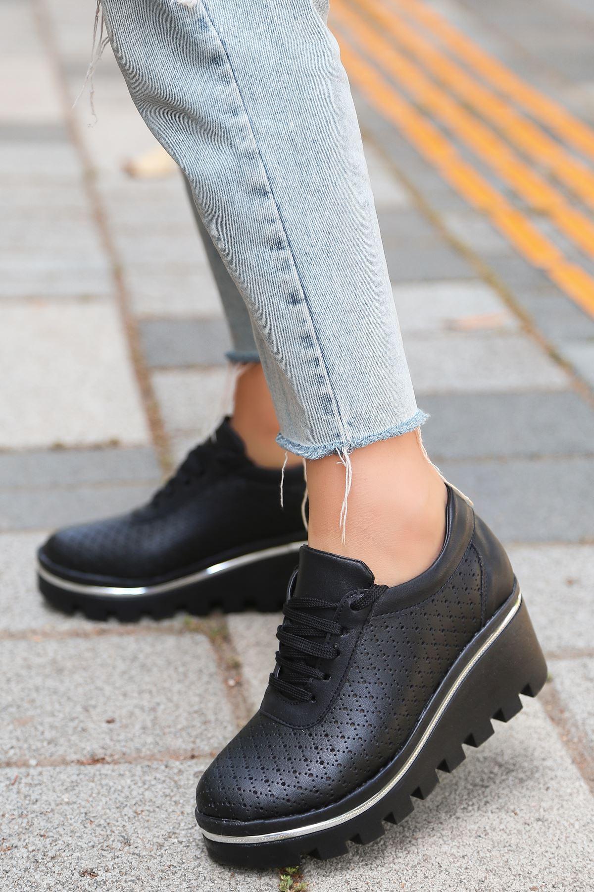 Jessie Mat Deri Bağcık Detay Lazer Kesim Dolgu Topuk Ayakkabı Siyah