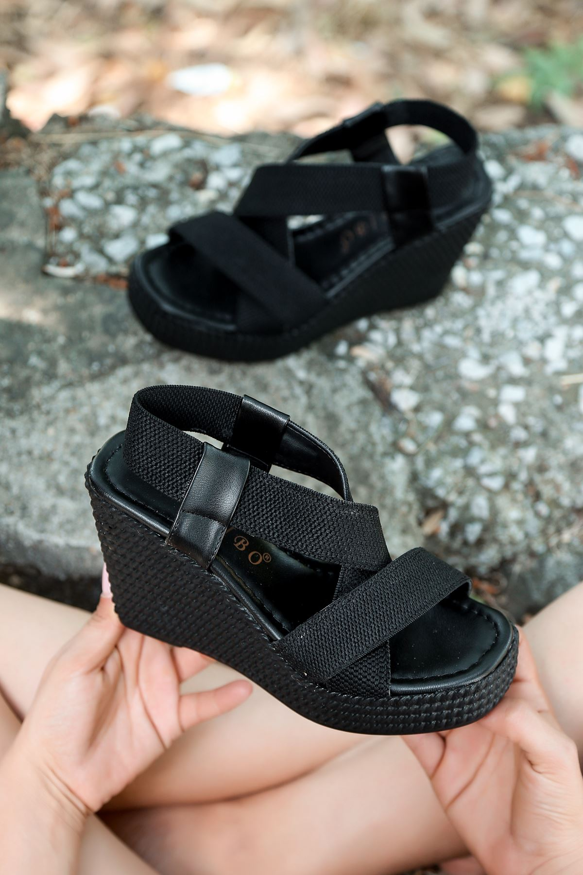 Cloren Lastik Detay Dolgu Topuk Sandalet Siyah