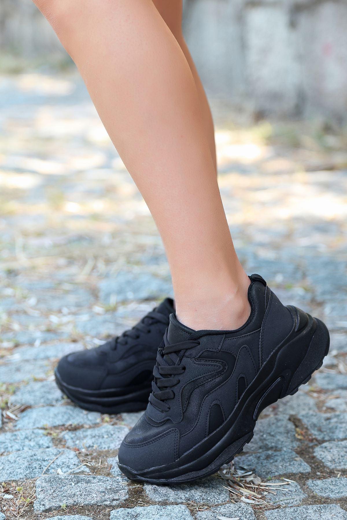 Lili Bağcık Detay Siyah Kadın Spor Ayakkabı ST