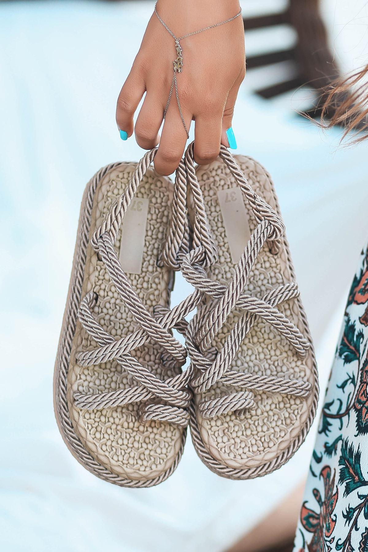 Zeneta Hasır Detay Parmak Arası Sandalet Vizon