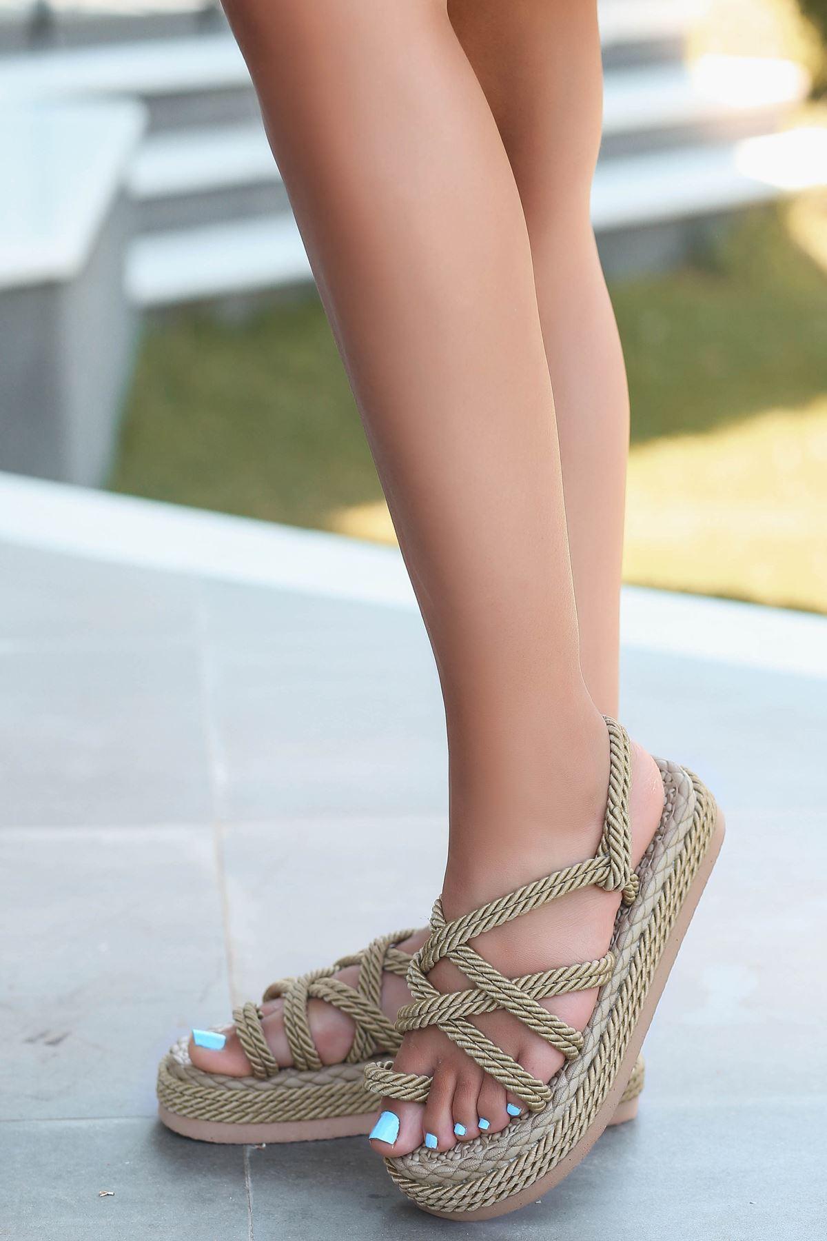Zeneta Hasır Detay Parmak Arası Sandalet Gold