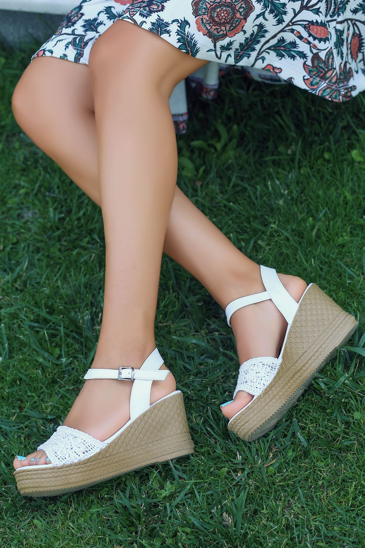 Buse Dantel Detay Dolgu Topuk Sandalet Beyaz
