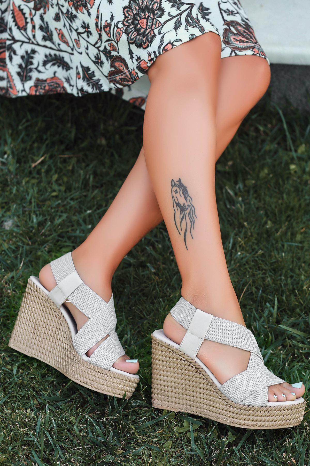 Cloren Lastik Detay Dolgu Topuk Sandalet Ten