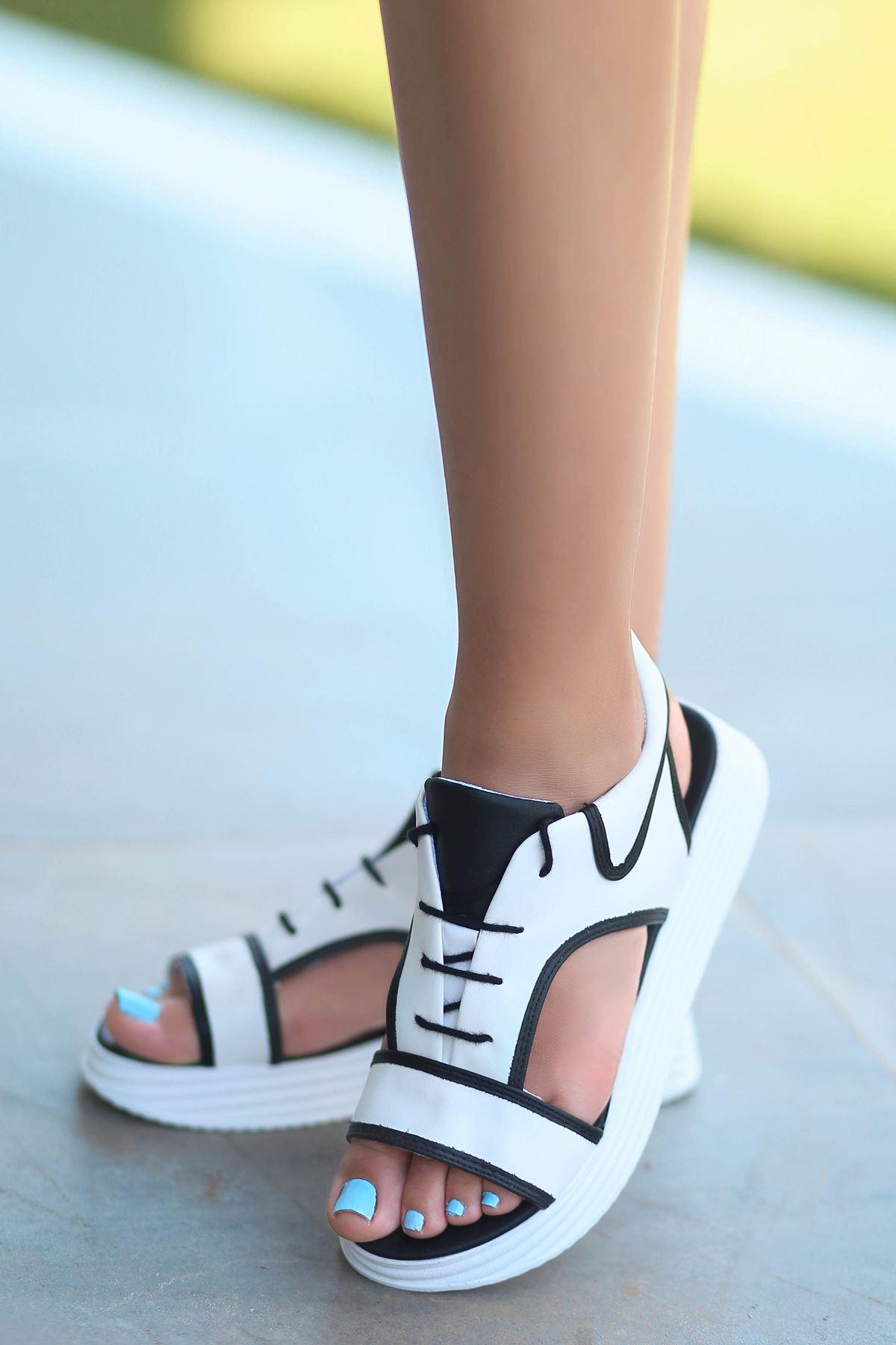 Lace Mat Deri Bağcık Detay Sandalet Siyah