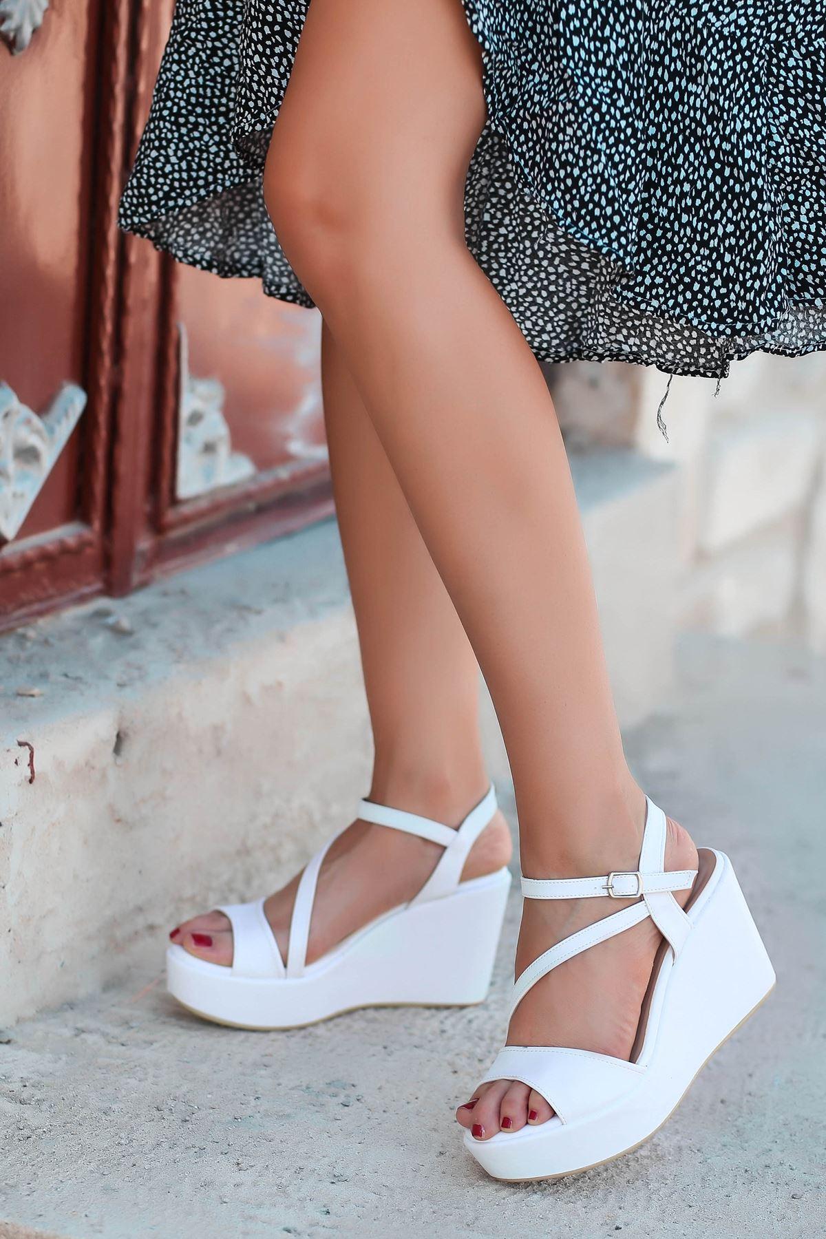 İrna İnce Bant Beyaz Kadın Dolgu Topuklu Ayakkabı