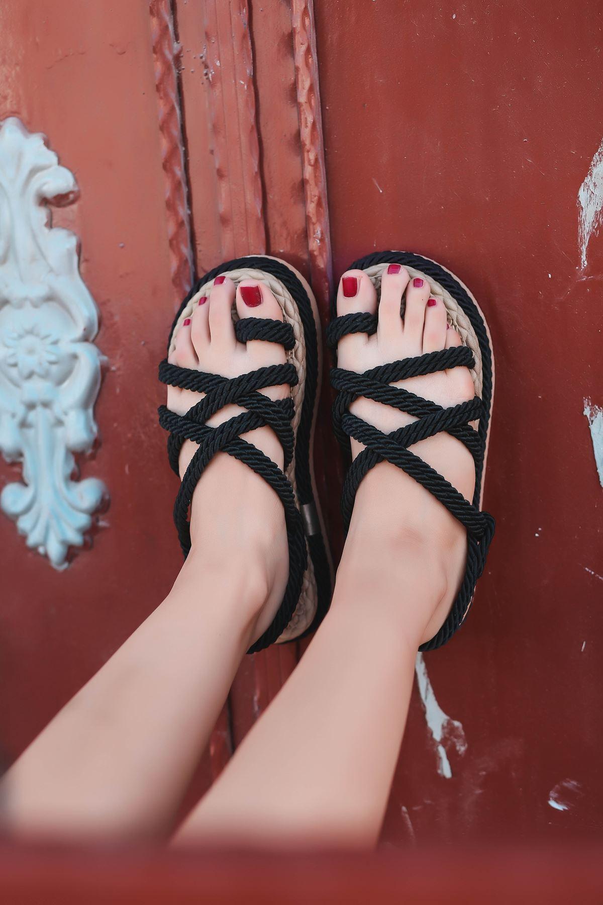 Zeneta Hasır Detay Parmak Arası Sandalet Siyah
