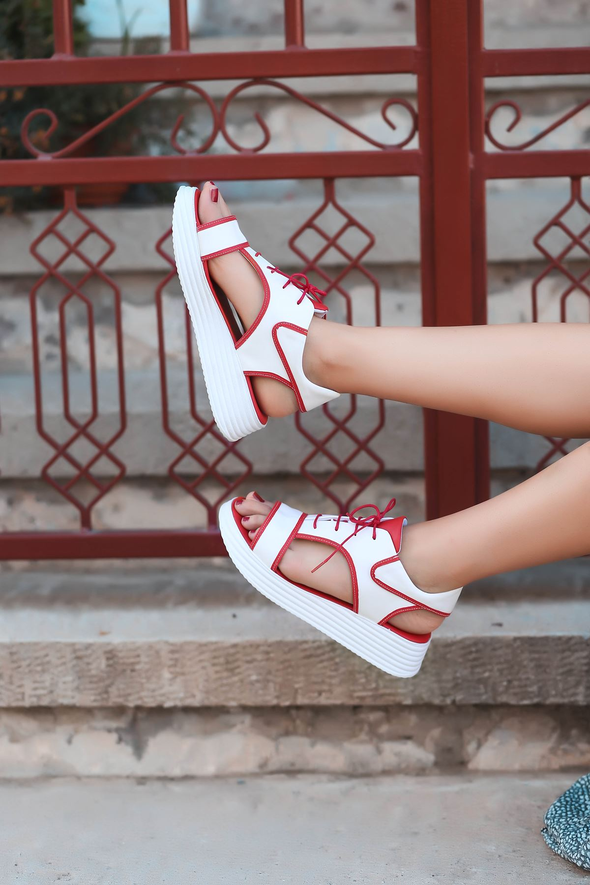 Lace Mat Deri Bağcık Detay Sandalet Kırmızı