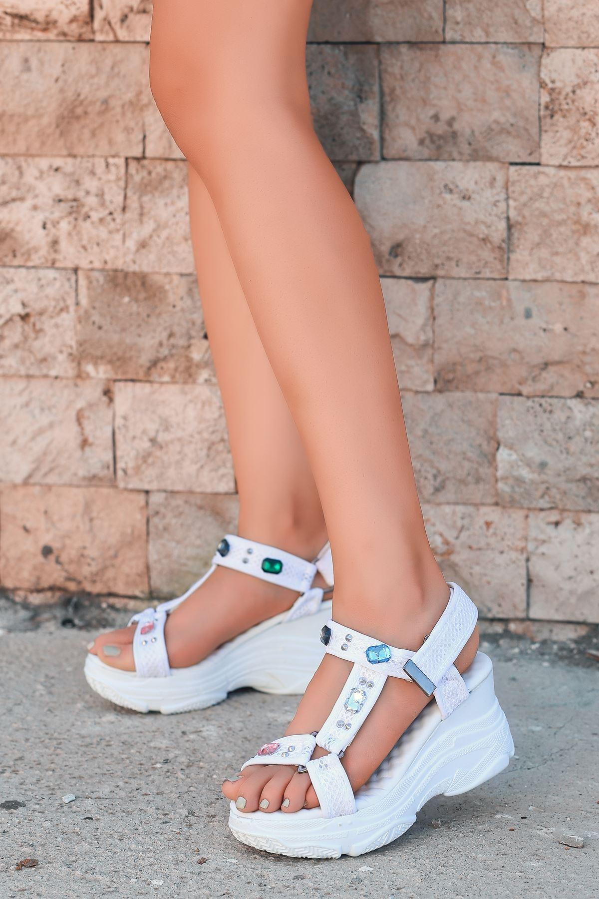 Melisa Taş Detay Dolgu Topuk Sandalet Beyaz