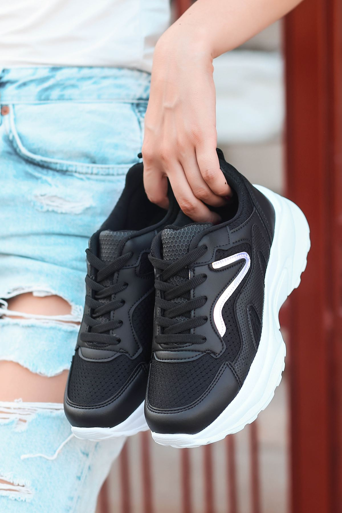 Lili Hologram Detay Fileli Siyah Kadın Spor Ayakkabı BT