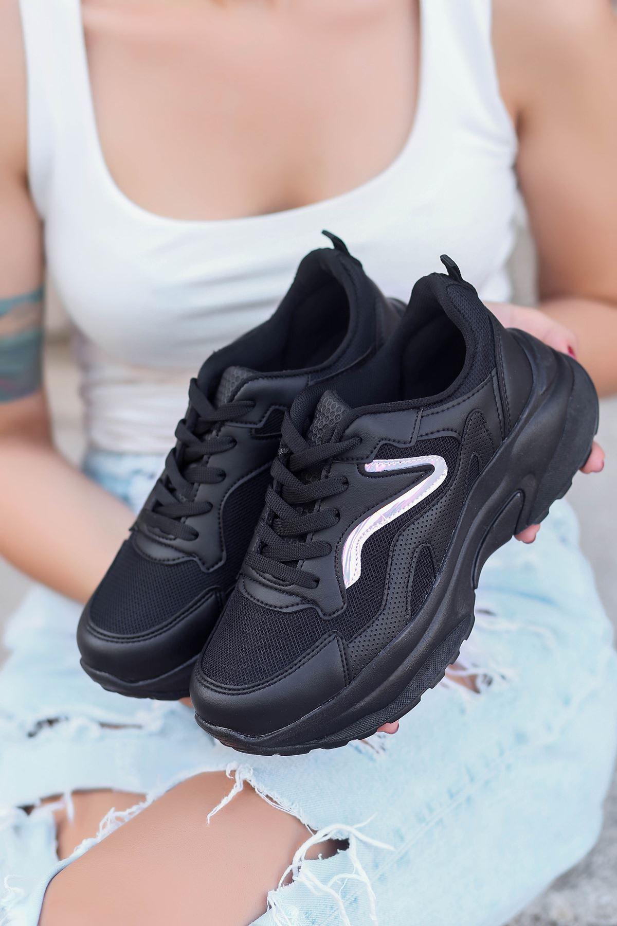 Lili Hologram Detay Fileli Siyah Kadın Spor Ayakkabı ST