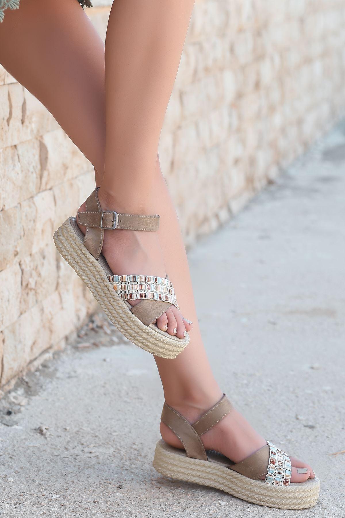 Işıl Süet Renkli Çapraz Detay Kadın Sandalet Vizon