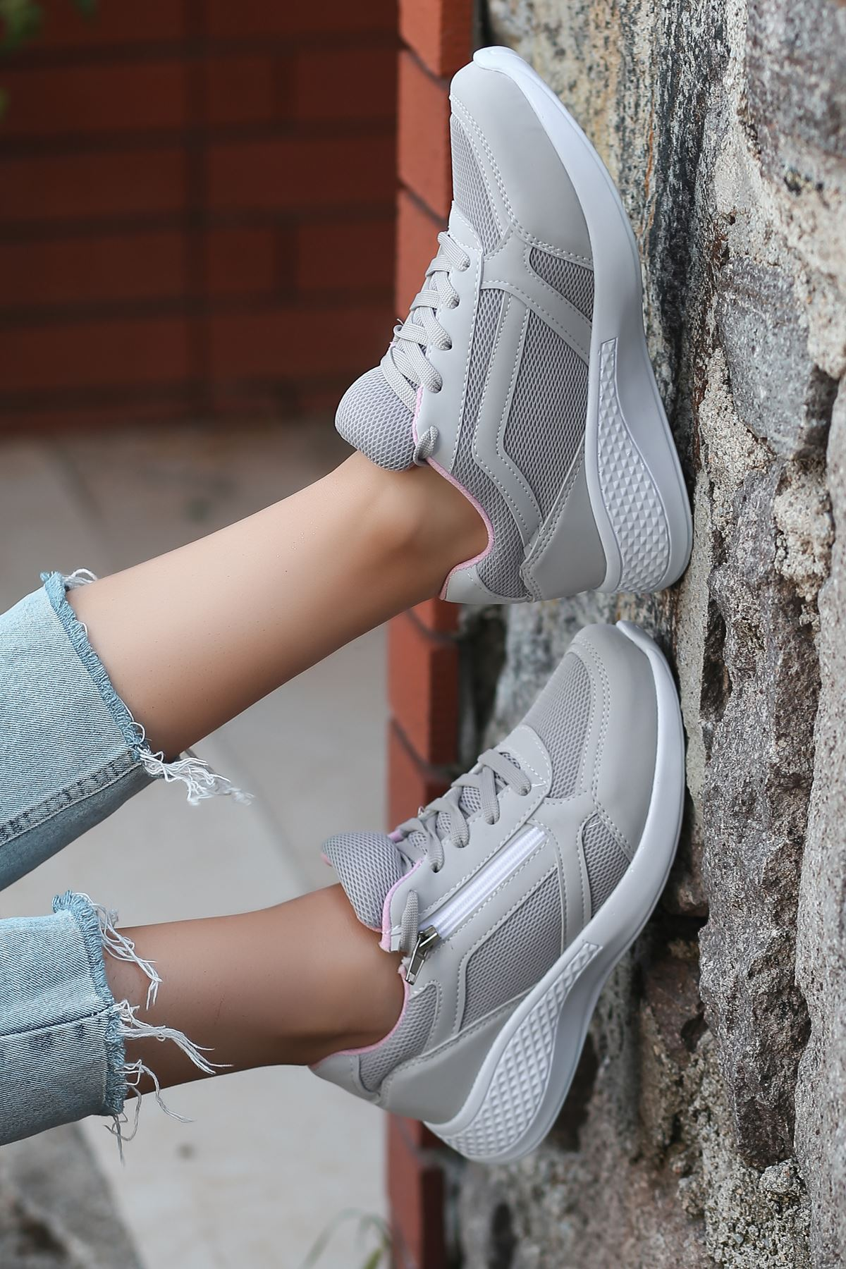 Karenna Fermuar Detay Fileli Gri Kadın Spor Ayakkabı