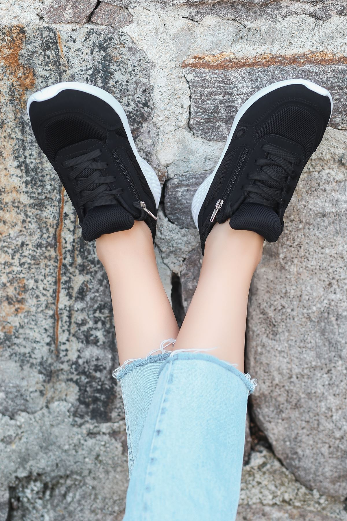 Karenna Fermuar Detay Fileli Siyah Kadın Spor Ayakkabı BT
