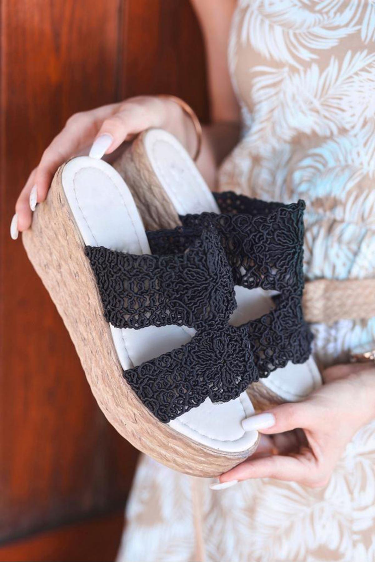 Curly Dantel Detay Siyah Dolgu Topuk Terlik