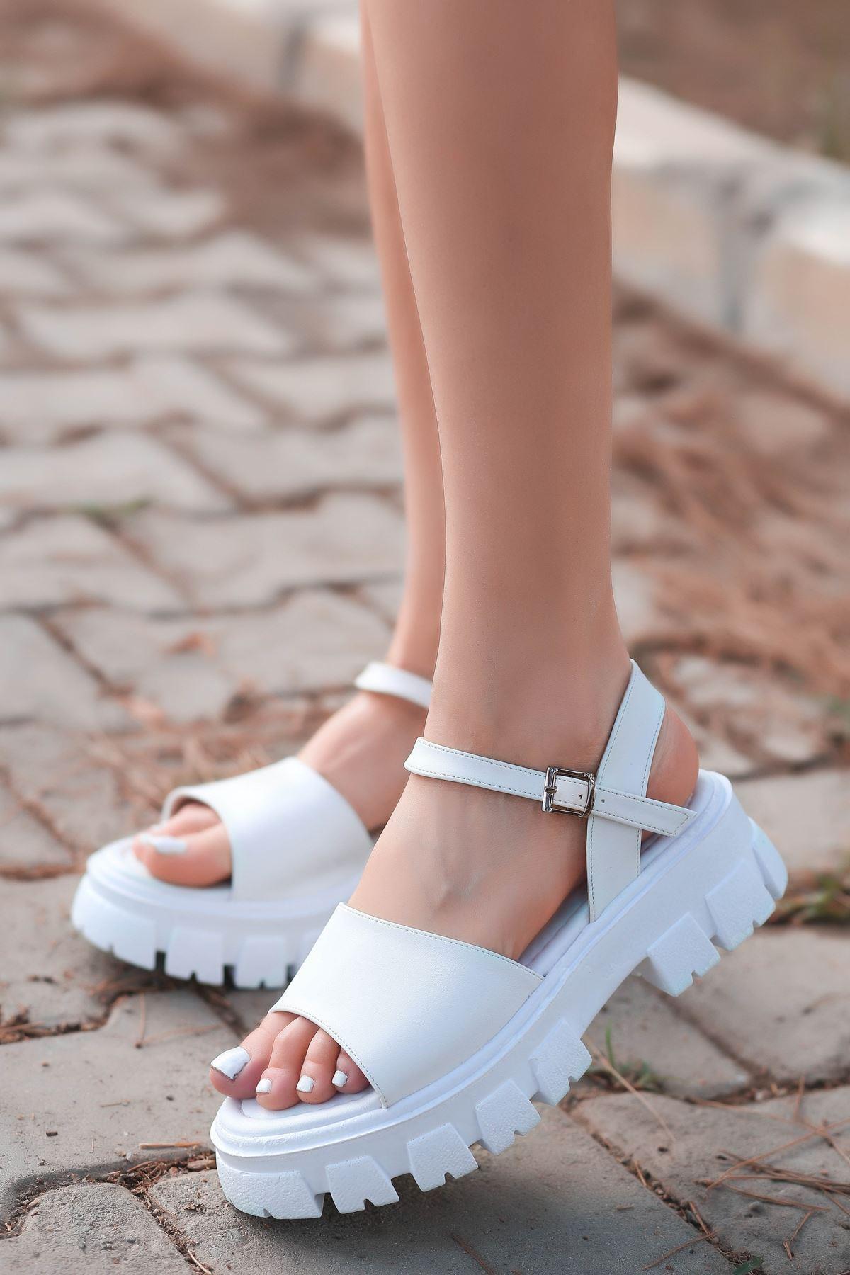 Ozni Mat Deri Kalın Taban Sandalet Beyaz