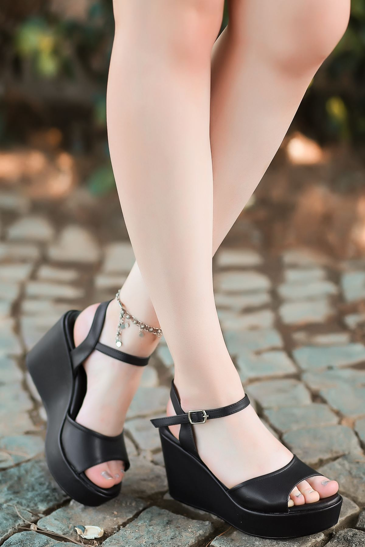 Fulya Mat Deri Siyah Dolgu Topuk Kadın Ayakkabı