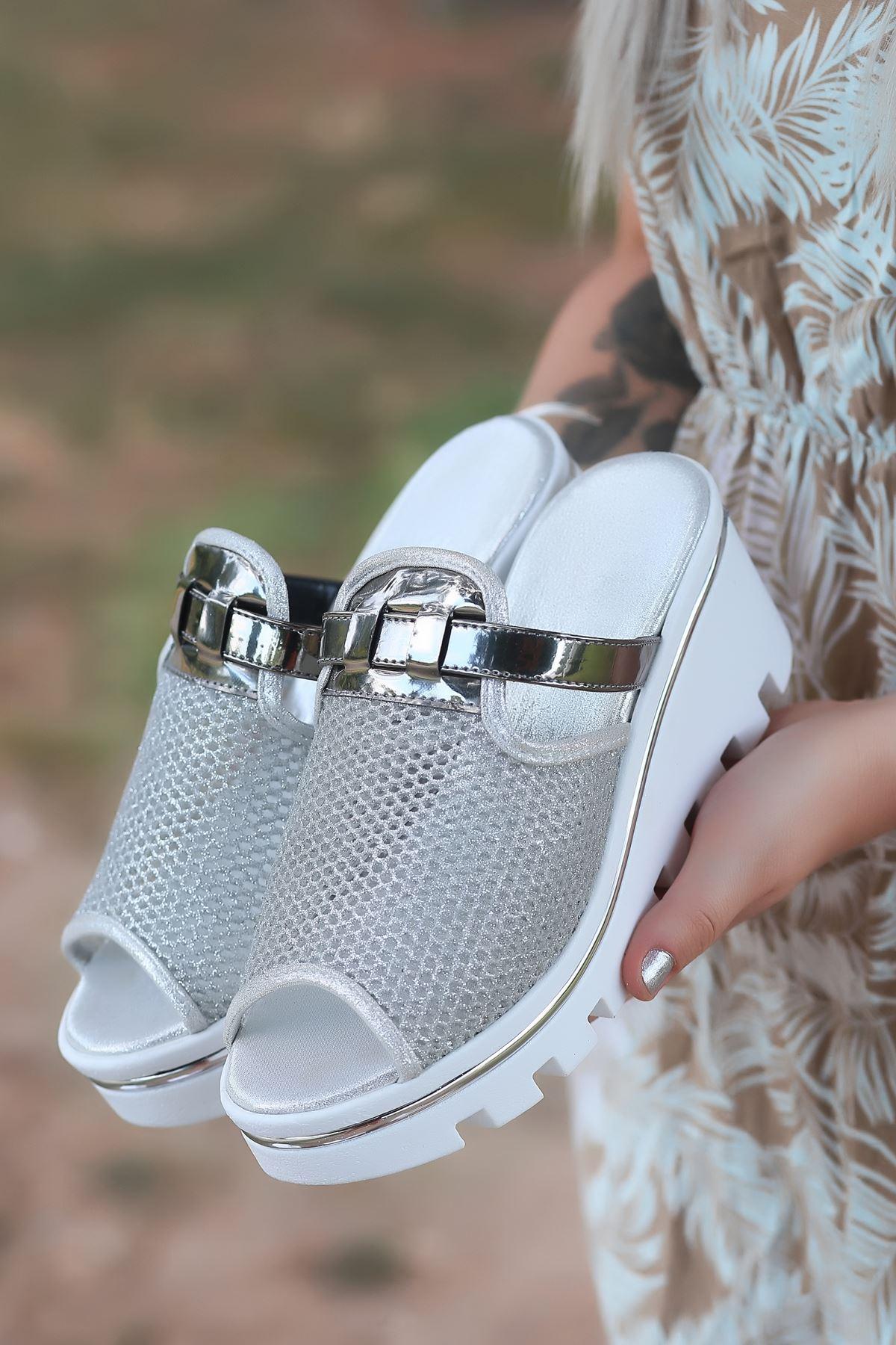 Jenny Mat Deri File Detay Dolgu Topuk Kadın Terlik Gümüş