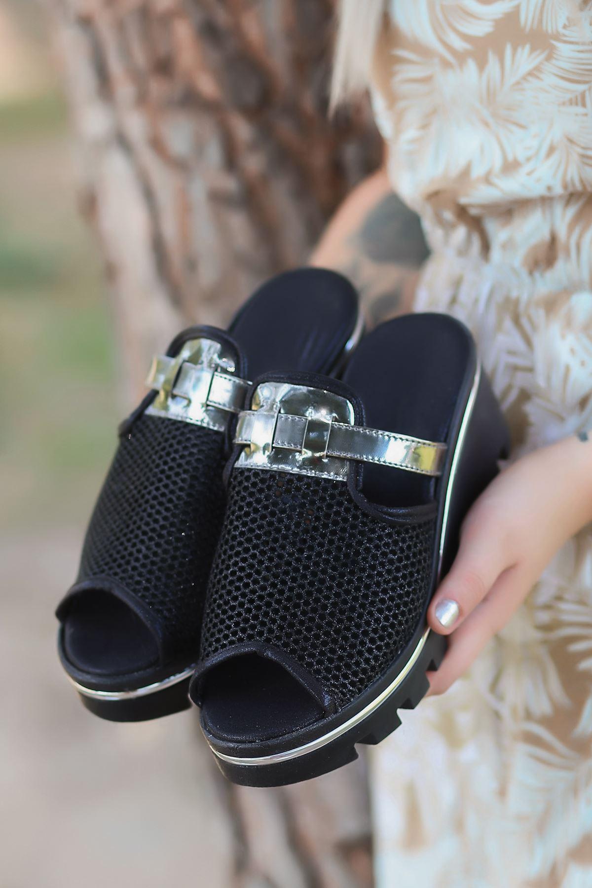 Jenny Mat Deri File Detay Dolgu Topuk Kadın Terlik Siyah