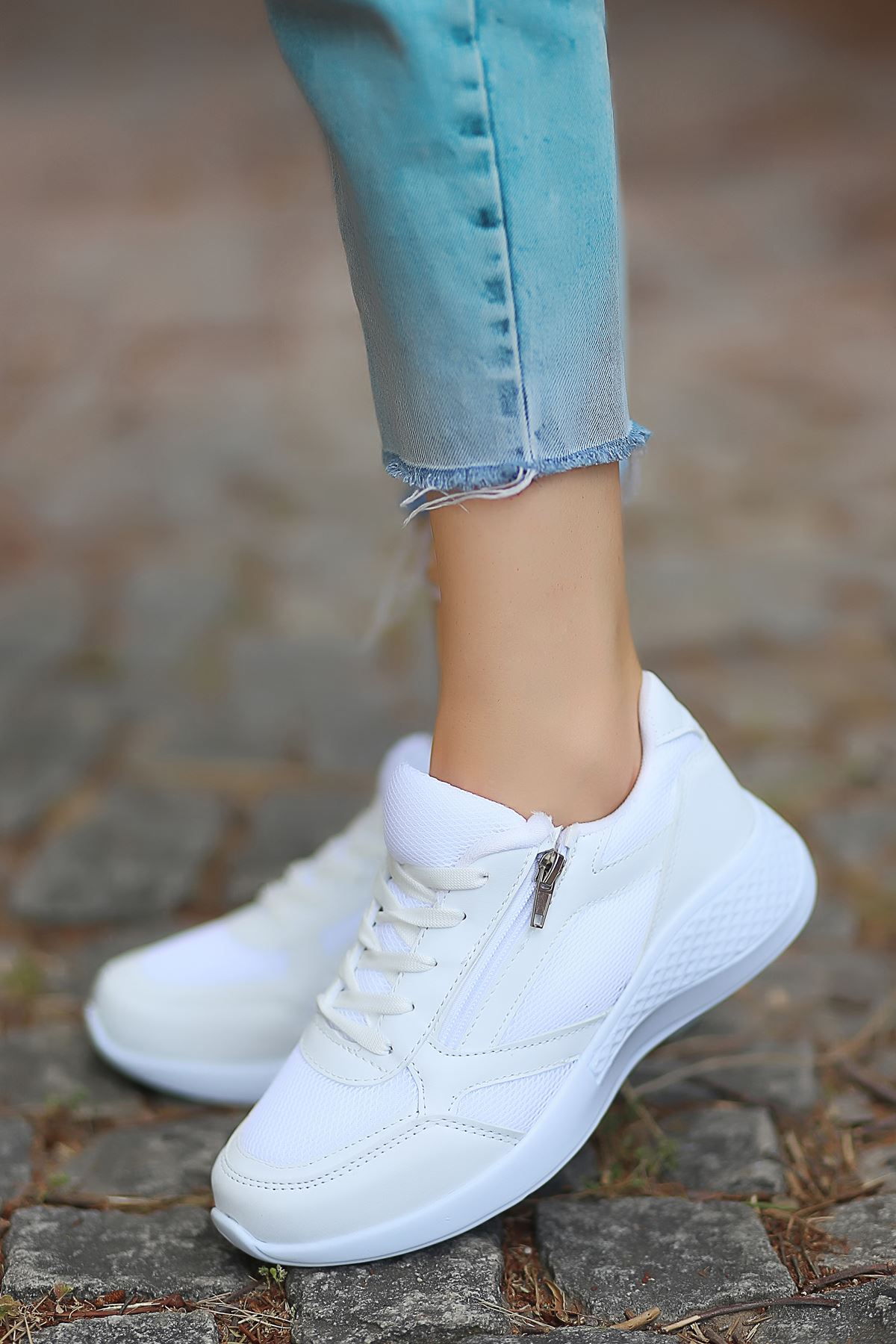 Karenna Fermuar Detay Fileli Beyaz Kadın Spor Ayakkabı
