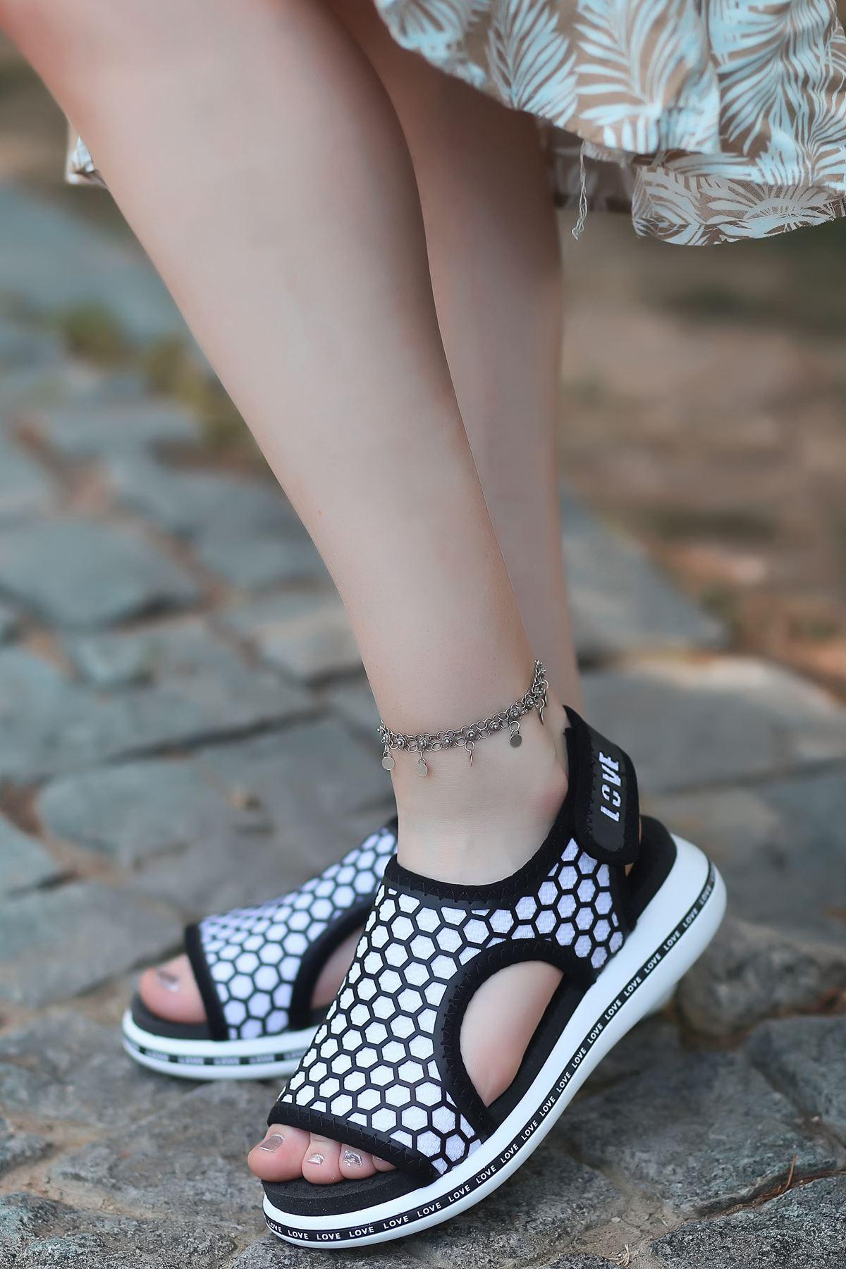 Honey Petek Detaylı Cırtlı Tekstil Kadın Sandalet Siyah