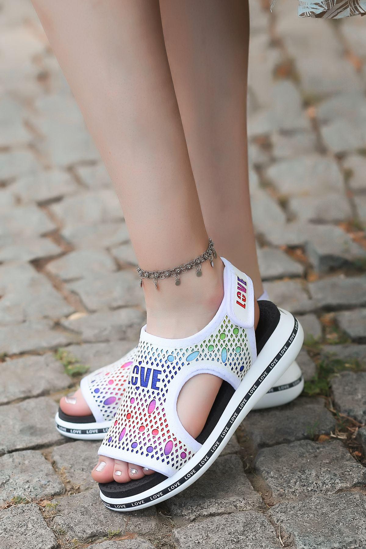 Vokes Lazer Kesim Cırtlı Mat Deri Kadın Sandalet Beyaz