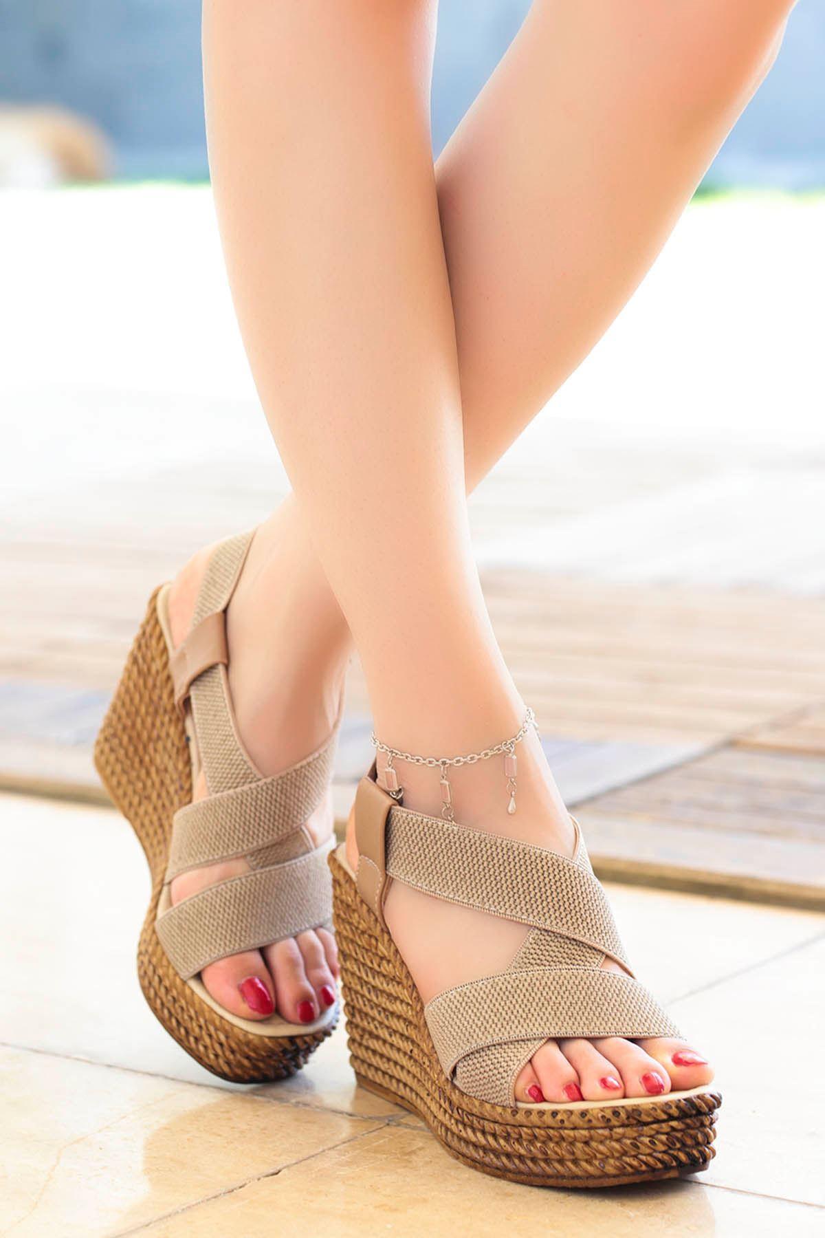Cloren Lastik Detay Dolgu Topuk Sandalet Vizon
