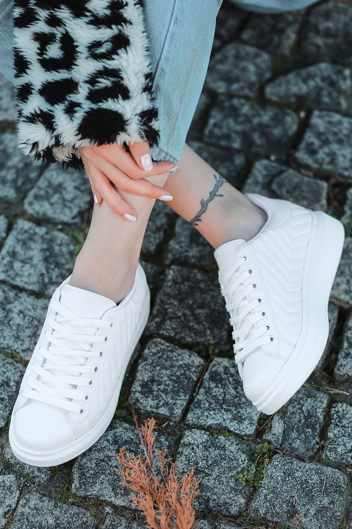 Lucy Mat Deri Dikiş Detaylı İnce Taban Sneakers Beyaz