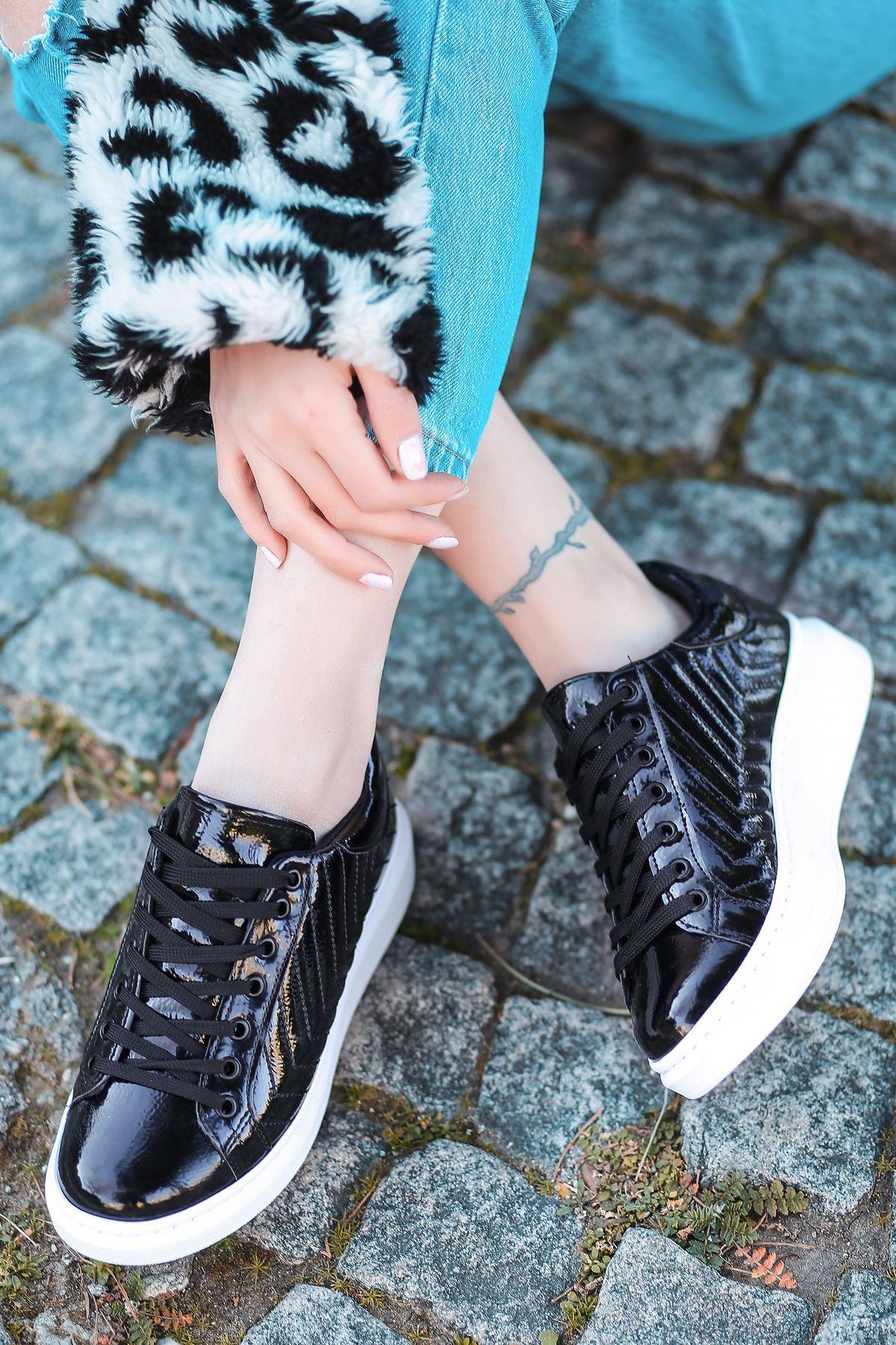 Lucy Rugan Dikiş Detaylı İnce Taban Sneakers Siyah