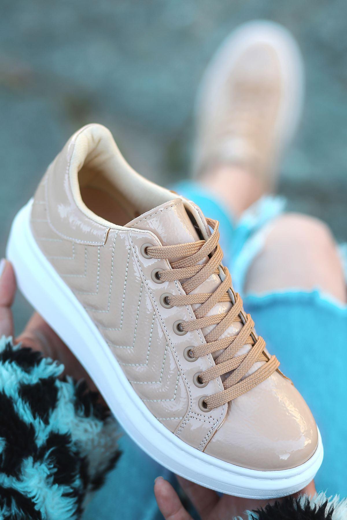 Lucy Rugan Dikiş Detaylı İnce Taban Sneakers Ten
