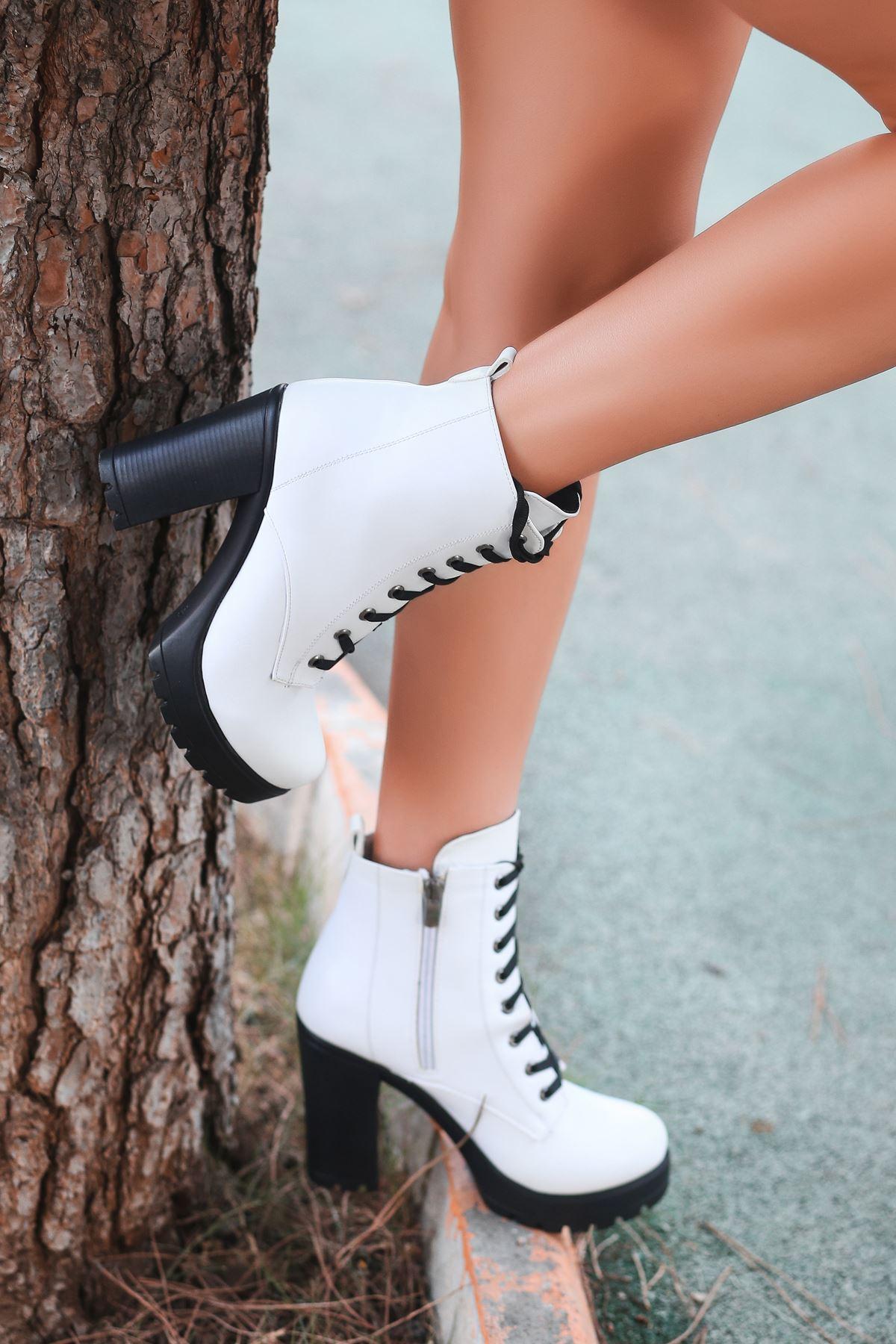 Albiana Mat Deri Bağcık Detay Yüksek Topuklu Bot Beyaz