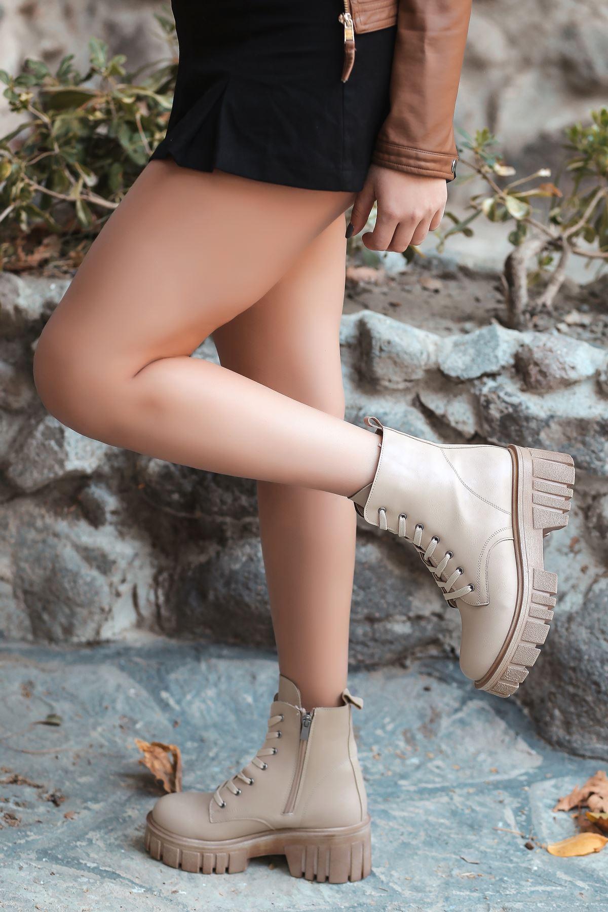 Eliza Mat Deri Fermuar Detayı Bağıcıklı Kadın Postal Nude