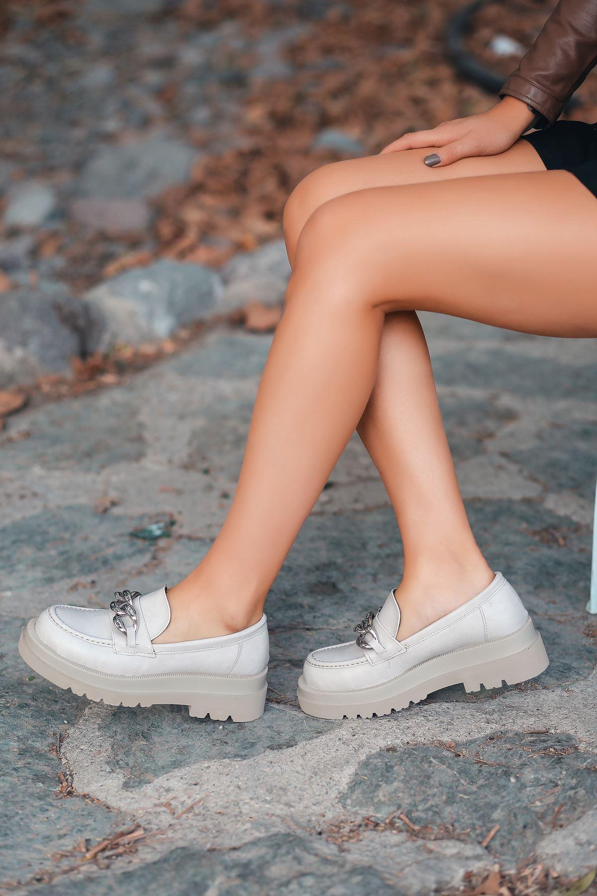 Apella Mat Deri Zincir Detay Kadın Ayakkabı Krem