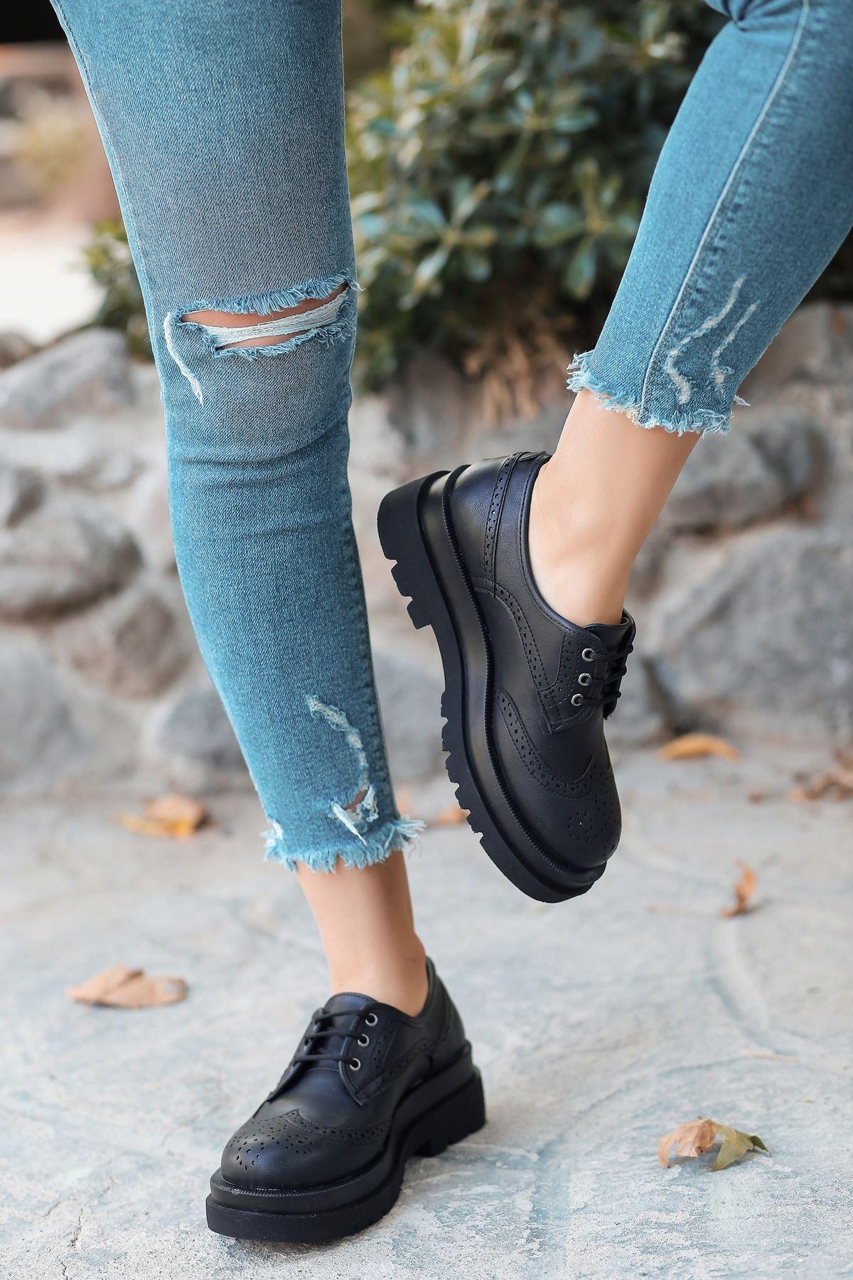 Pink Mat Deri Bağcıklı Kadın Ayakkabı Siyah